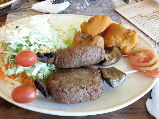 Seminyak - Zula Vegetarian Paradise. Organic healthy cheap. Seitan kebab and baked pumpkin.