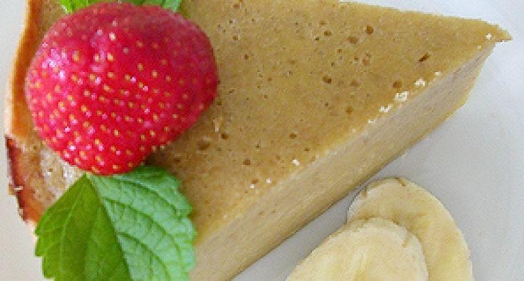 Przepis na ciasko z kremem bananowym: Bardzo lekkie, kremowe ciasto, które nie jest zbyt słodkie, ale za to bardzo bananowe. Jedz je na chłodno ze świeżymi owocami – nie pożałujesz.