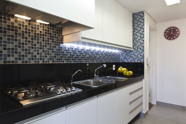 Veja como usar a fita de led na decoração da sua casa para iluminar de destacar alguns elementos de decoração em vários ambientes