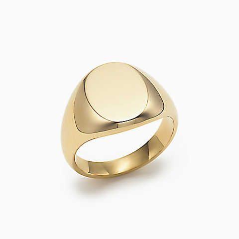 Anel de sinete oval em ouro 18k.