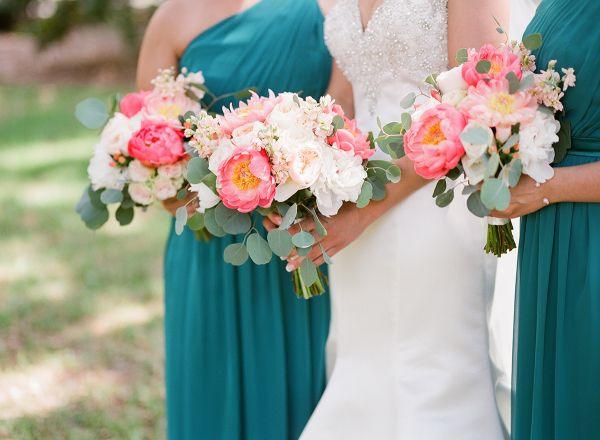 Real Wedding | Ford Plantation | Gorgeous Wedding Venue | Savannah, Georgia | Low Country | Posh Petals and Pearls | Bride and Groom Inspiration | Bridal Party | Wedding Bouquet | Ashley Seawell Photography | Teal Bridesmaids Dresses | Peony Bouquet