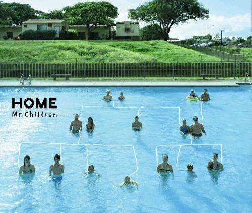 封面是現實中的一個家庭在一個泳池裡排成一個樹狀譜系圖,由知名平面設計師森本千繪所設計 / Home / mr.children  *Hehehe..Creative family photographyXD*