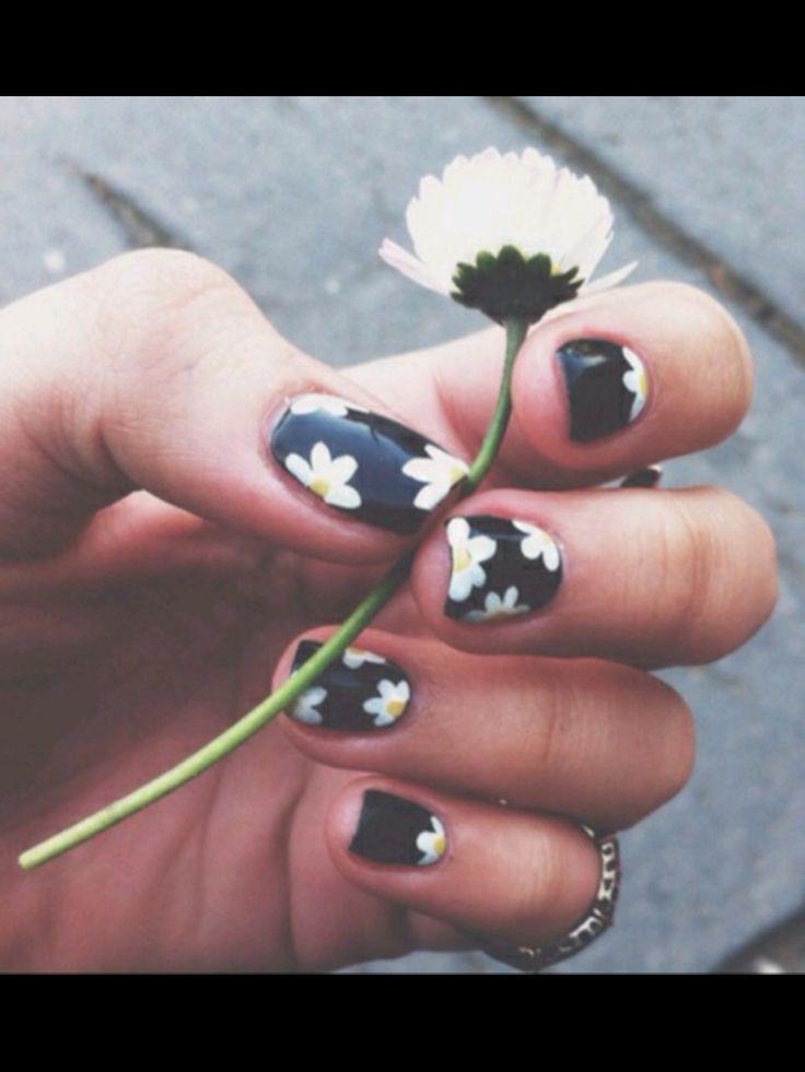 Daisy boho nails
