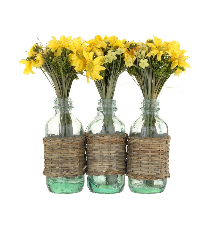 Liven up your interior with this set of three faux floral vases.