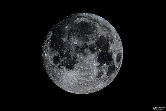 Moon shot at 900mm, with a Sigma 150-600mm Contemporary, on a Nikon D7100.