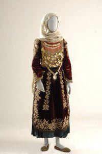 Γυναικεία φορεσιά Σαλαμίνας
