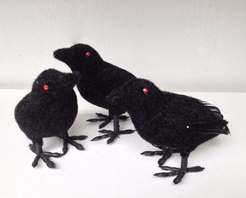black feathered crow small this halloween crow decoration is realistic enough to be convincing crows are a traditional halloween decoration that