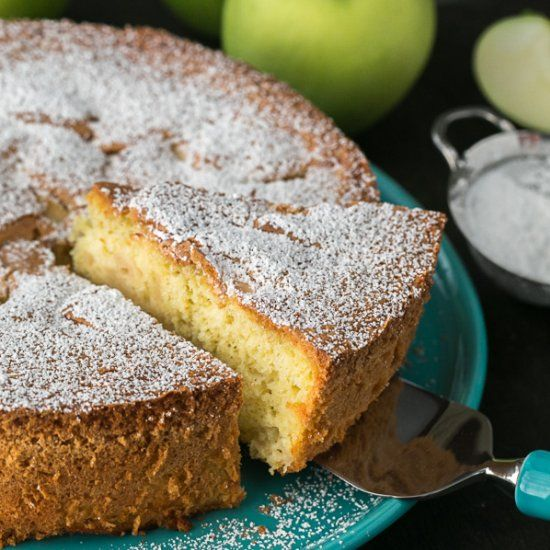 The BEST apple cake we've tried. Just 5 ingredients and 15 min of prep. Step-by-step photos.