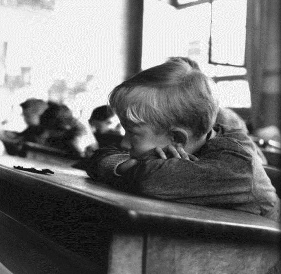 Robert Doisneau // L'ennui Ecolier fatigué. ca. 1956.
