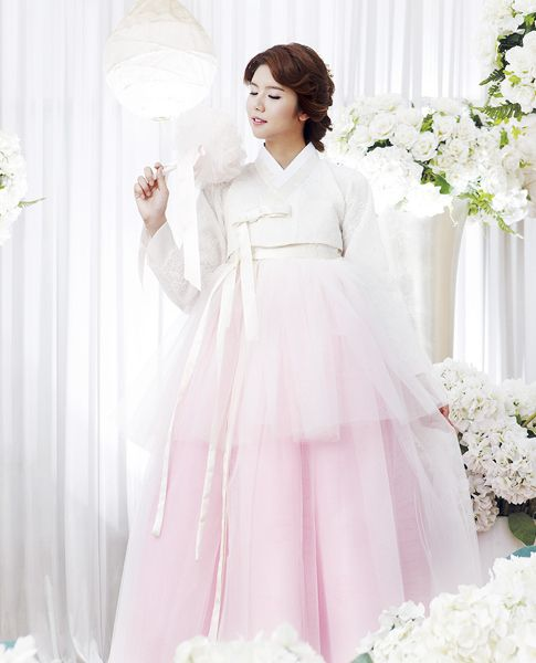 One of the cutest soft pink 한복 Hanbok I ever saw, design by Kim Me Hee / Traditional Korean dress