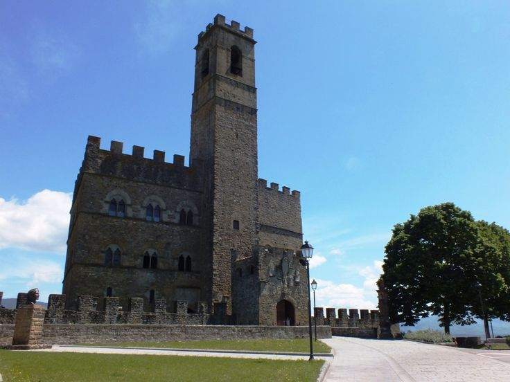 Poppi in Casentino Valley and its monumental medieval castle are the pefect choice for those who look for a unique location for their vows.