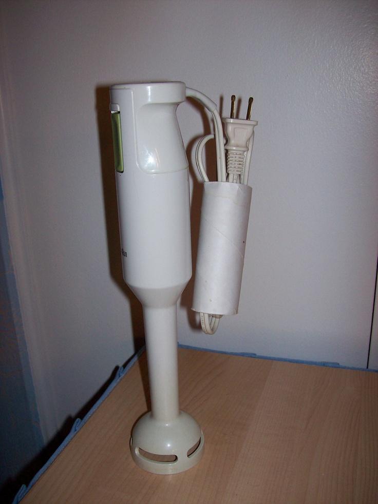 Toilet paper roll used to neatly store appliance electrical cords / Rouleau de papier de toilette maintenant utilisé pour ranger les fils électriques des appareils de cuisine