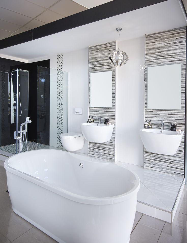 Beautiful #modern bathroom... #freestanding #bath #blackandwhite #shower #bathroom #bizarre #beautiful