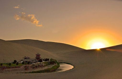 Desierto Arabigo,Esta situado al este de Egipto y se extiende hacia el mar Mediterraneo al norte, el mar rojo al este, el desierto de Nubia al sur y el Nilo al oeste.