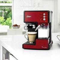 Cafeteira Oster Prima Latte para Expresso Vermelha 127V. Cafeteira PrimaLatte prepara sua bebida com a marca de café e o tipo de leite que preferir, numa única xícara.