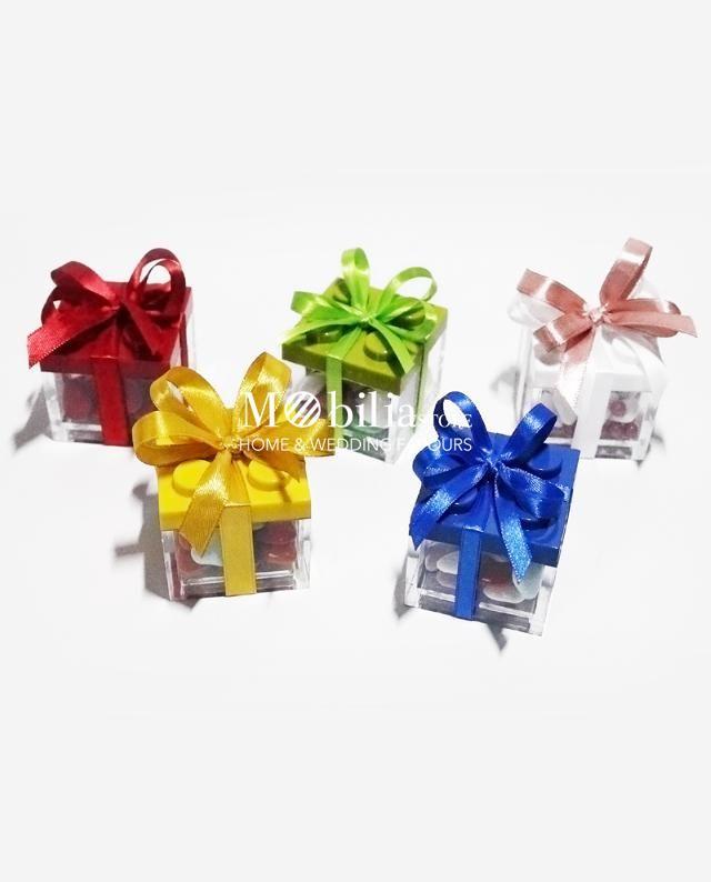 Box stile Lego bomboniera originale ed economica, in perfetto stile party time, disponibile in sette differenti varianti di colore bianca, rossa, giallo, rosa, azzurra, verde e blu. In promozione.