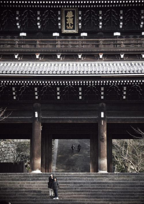 Chion-in Temple is the head temple of the Jodo sect of Japanese Buddhism, located in Kyoto's Higashiyama district.
