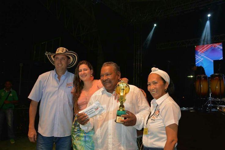 Premiación a  Rafael Genes, Director de la Banda Original de Manguelito, Cereté.