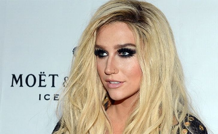 Kesha at 140 - At a very young age, Kesha became one of the hottest and most famous recording artists ever. People often judge her bizarre fashion or makeup choices and come up with a conclusion that she's just all that. But what man people don't know is that aside from being talented she was also blessed with some intellect. Kesha's IQ is 140.