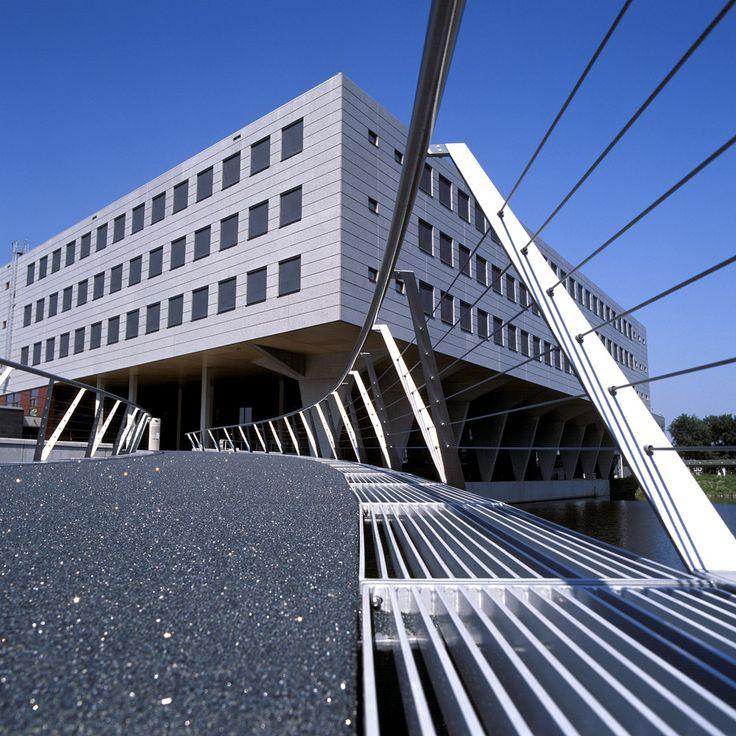 Footbridge to school in Amsterdam. Design by ipv Delft.