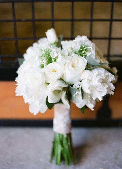 simple white bouquet | Chris Isham #wedding