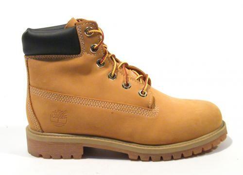 Las originales botas Timberland para mujer 6-Inch Premium Boot, el icono de la marca, sus clásicas botas amarillas realizadas en nobuck waterproof de primera calidad, con cierre de cordones y un robusto y resistente piso de goma ( que aporta una altura aproximada de 3 cms). Interiores en tejido transpirable. Botas Timberland 6-Inch Premium, the originals.