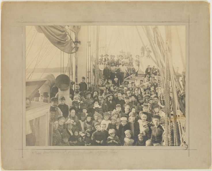 Emigrants on board the Royal Tar, not before 1893. Find more detailed information about this photograph: http://www.acmssearch.sl.nsw.gov.au/search/itemDetailPaged.cgi?itemID=917993 From the collection of the State Library of New South Wales: http://www.sl.nsw.gov.au