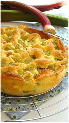 """GÂTEAU DE RHUBARBE ,""""Weight Watchers"""" :Un délicieux gâteau léger sans beurre et sans farine avec une texture aérienne et mousseuse au bon goût de rhubarbe ,fraîchement cueilli du potager"""