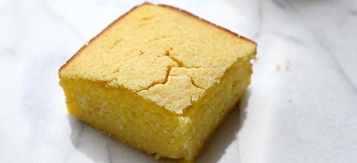 Buttermilk cornbread recept - Maisbrood | Bakkenderwijs #bakken #cornbread #homemade #recepten #recept #maisbrood