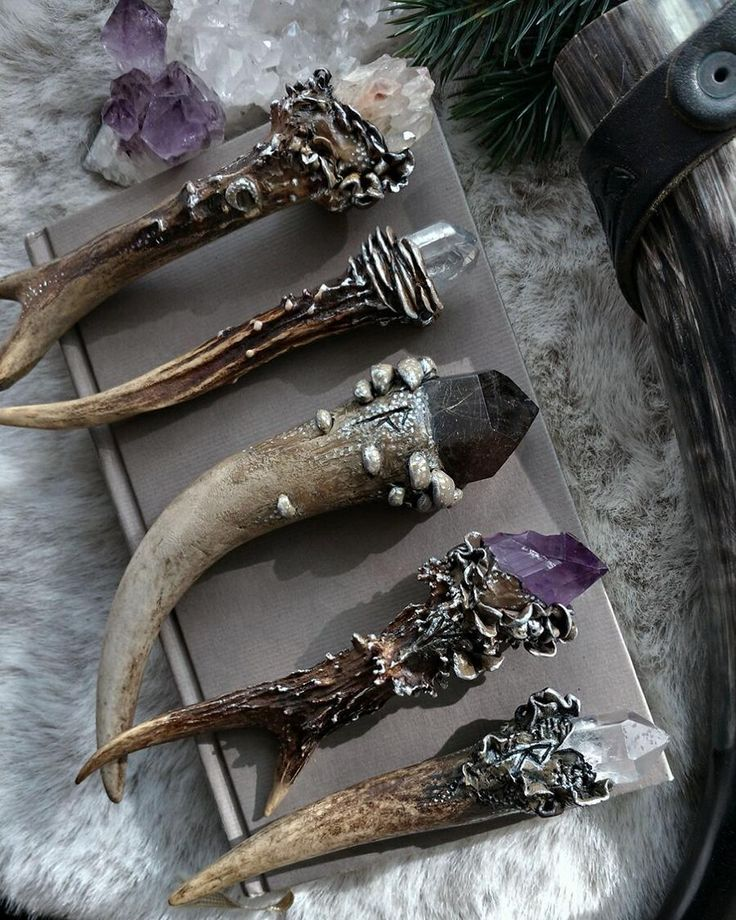 """Gefällt 1,621 Mal, 26 Kommentare – 🌛 Vesper Moth 🌜 (@vespermoth) auf Instagram: """"There are finally new #vespermoth Antler Crystal Necklaces in stock right now (link in my bio)…""""- Pinned by The Mystic's Emporium on Etsy"""