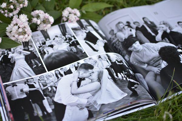 Fotoksiążka ślubna Printu. Typ: Kwadratowa Duża Format: 30 x 30 cm Oprawa: Twarda Papier: Błyszczący Swoją piękną fotoksiążkę ślubną stworzysz na: http://printu.pl/fotoksiazka/slub-i-wesele/ #printu #fotoksiążka #photobook #ślub #wesele #wedding #love #married