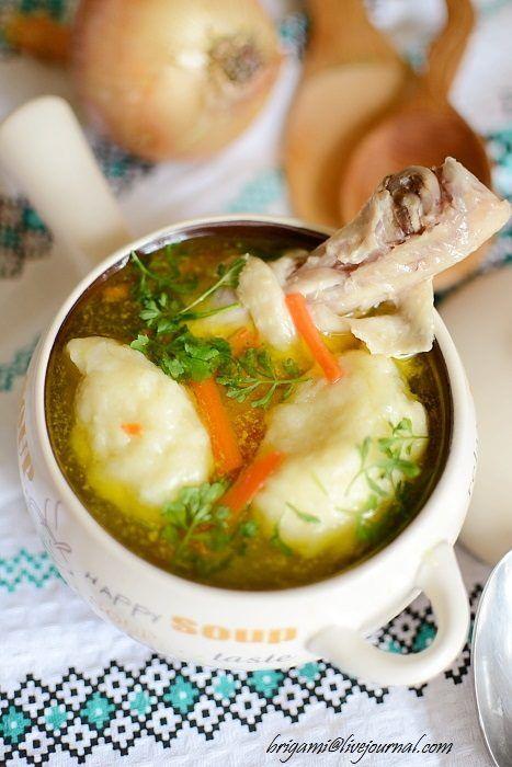 Суп с галушками по-слобожански Блюдо сытное и во всех отношениях приятное, даже очень. Общий набор продуктов очень стандартен: бульон, картофель, лук, морковь.