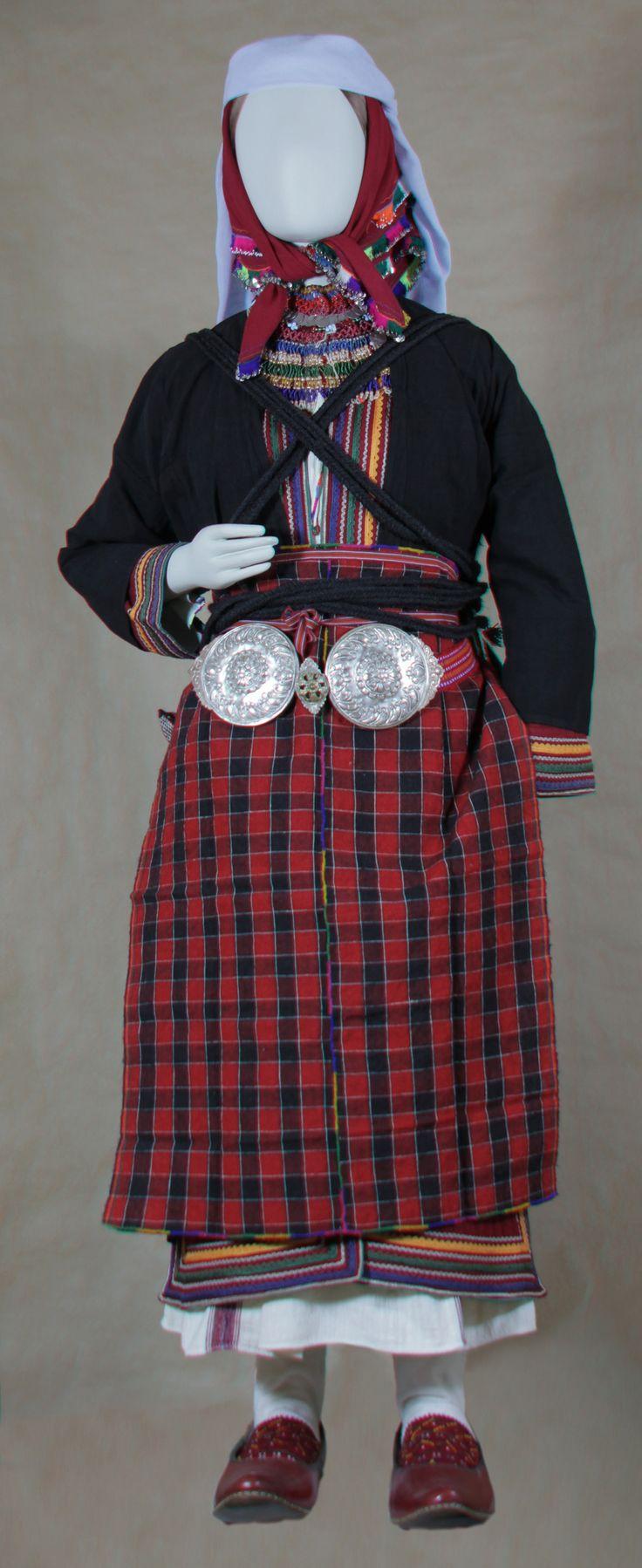 Παραδοσιακή φορεσια Πομάκας από τη Σμίνθη Ξάνθης