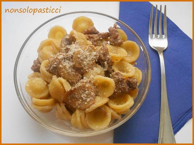 Orecchiette con salsicce e funghi - Ricette di non solo pasticci