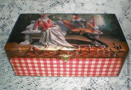Шкатулка мужская  `Троянская защита`. Деревянная шкатулка выполнена в технике декупаж,станет отличным подарком мужчине к любому празднику.Идеальное лаковое покрытие.  Сюжет шкатулки выполнен по картине'Троянская защита' самого известного современного…