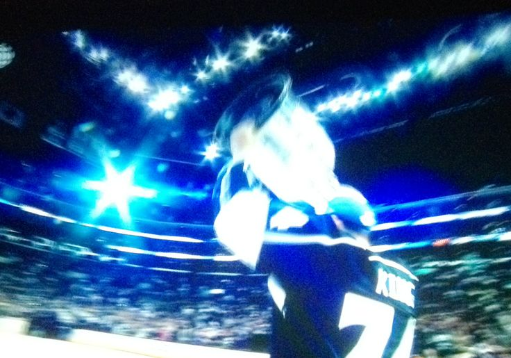 Dwight King hoist the Stanley Cup