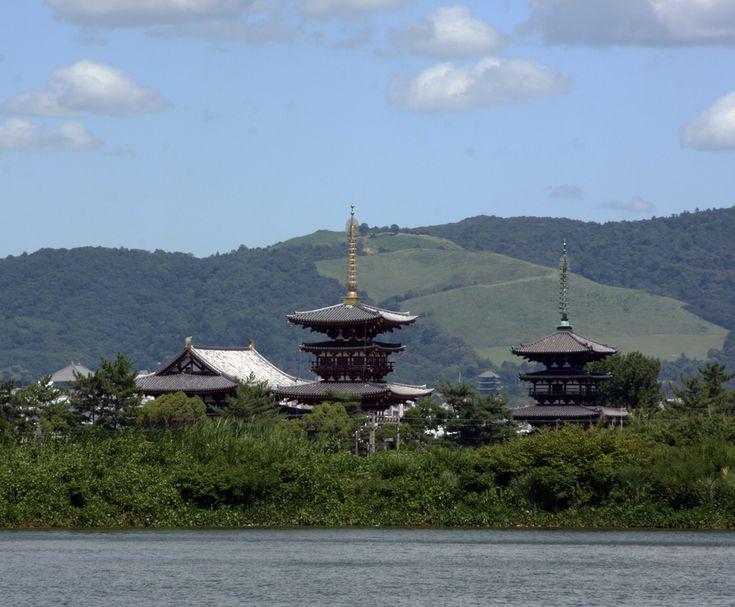 奈良市 薬師寺 大池 雲 : 魅せられて大和路