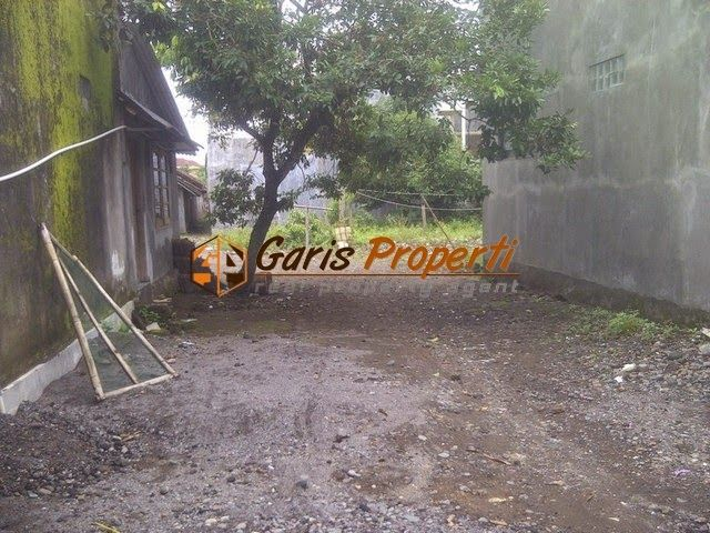 Tanah Dijual di Seturan Jogja di Jalan Wahid Hasyim  Luas Tanah : 700 m2 Lebar Depan : 8 Ngantong  HARGA : Rp. 2.300.000,- / m2