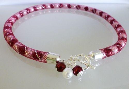 Elegantní náhrdelník z voskovaných perlí