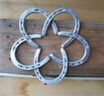 Love this! Cute way to recycle horse shoes.