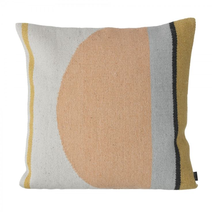 Coussin Kelim colors 3, de la marque Ferm Living, en laine et coton. Décoration et mobilier design à Paris.