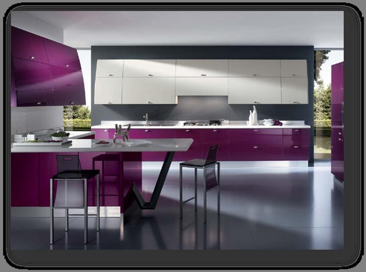 광택이 있는 재질과의  매치를 통해 세련됨을  보여주고 있다.  보라색 이외에 유채색의  사용은 자제 함으로서  보라색이 강조 되고  넓은 주방과 보라색의  이미지로 인해  고귀함을 풍기고 있다