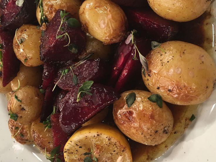 Smörbakade rödbetor och potatis med honung, lakrits och timjan | Recept från Köket.se