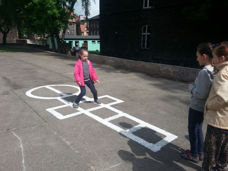 Ruch na przerwach i innych lekcjach - to zadanie semestralne wybrane przez Szkołę Podstawową nr 3 w Siemianowicach Śląskich. Uczniowie mogli poruszać się na długich przerwach, pobawić się w gry podwórkowe, wziać udział w sportowych dniach tematycznych. Co jeszcze działo się w szkole, przeczytacie na ich blogu: http://blogiceo.nq.pl/trojkazawszewruchu