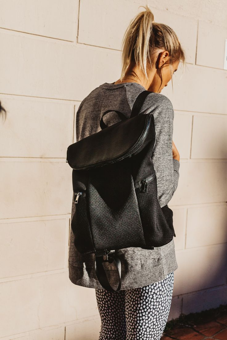 Black backpack. #seedsport #woman