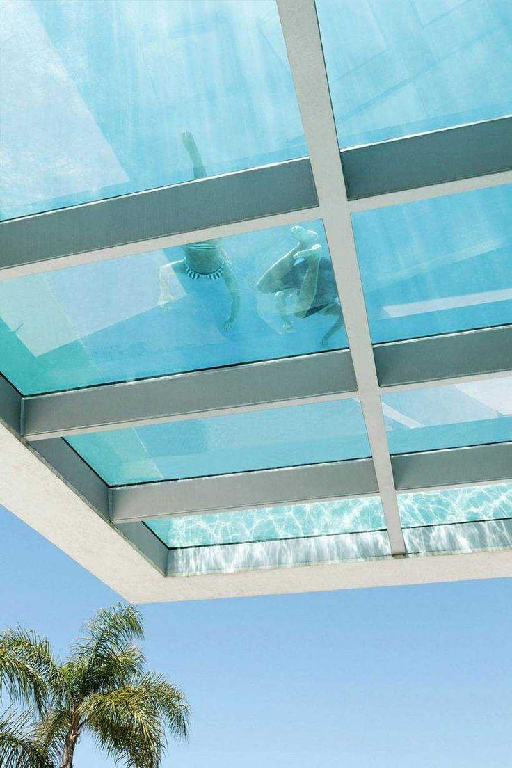Консольный бассейн на крыше дома