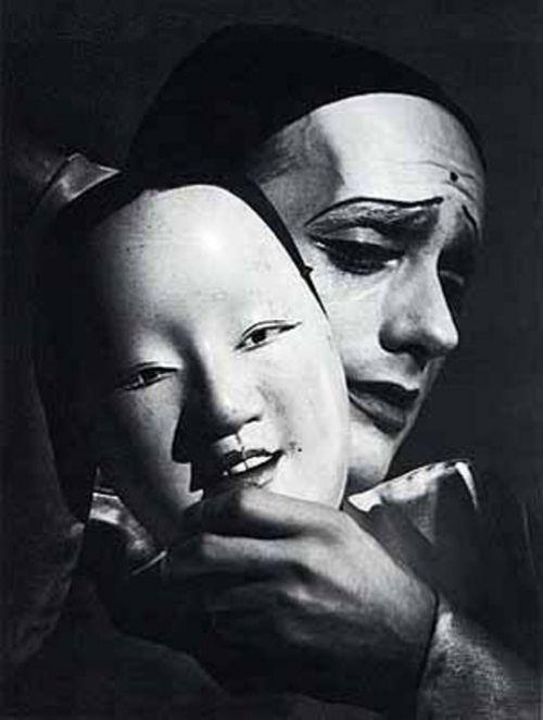 Otto Steinert - Porträt männlich Zwei Masken,  1949. S) http://firsttimeuser.tumblr.com/post/10374900890/inneroptics-otto-steinert-portrat-mannlich