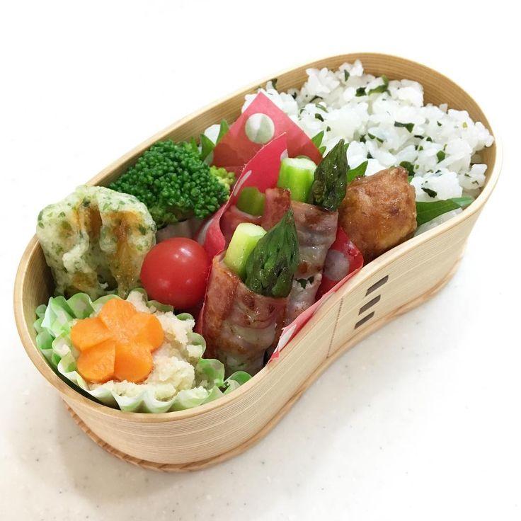 Today's bento �� for my daughter.  今日は娘の好物アスパラベーコン巻き。 最近面倒で巻くもの作らないけど、 今日は体育大会らしいので、 娘の好きなものを作りました。 ちなみに浪人生息子には、 これに味噌カツもつけて。  #japanesecuisine #japanesefood #japanesecuisine #obento #bentobox #lunchbox #lunchboxideas #schoollunchbox #jk弁当 #曲げわっぱ #はんごう弁当 #お弁当 #今日のお弁当 #女子高生弁当 #kei弁当 #アスパラベーコン #20170524 http://w3food.com/ipost/1521350079951492210/?code=BUc69ZWhVRy