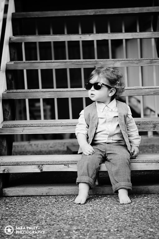 @sarapaleyphoto #paleypix #toddler #toddlerhood #lifestylephotography #lifestylephotographer #burnabyportraitphotographer #vancouverphotographer #blackandwhite