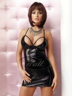 """Lexi sukienka wet look - Oszałamiająca mini sukienka na regulowanych, krzyżujących się z tyłu ramiączkach, wykonana z materiału typu """"wet-look""""."""